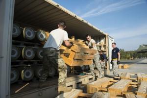 авиационная база Рамштайн в Германии получила около 100 контейнеров с боеприпасами