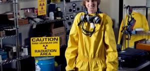 гениальных подростков, которые собирают у себя в подвале ядерные устройства