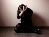 маньяк изнасиловал двух несовершеннолетних девушек в бане
