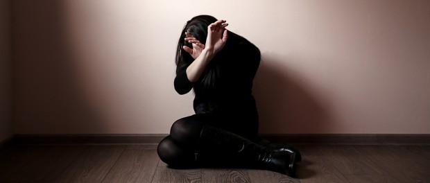 Что известно о маньяке, который изнасиловал двух девушек в бане