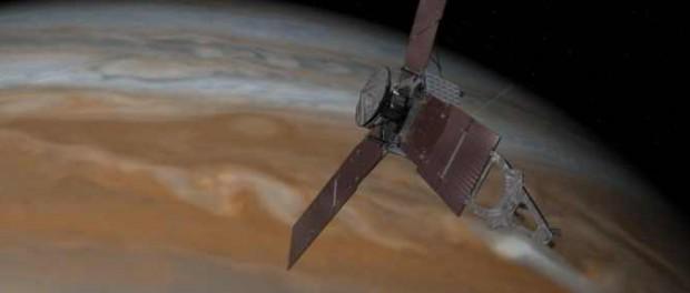 NASA пропустило фото с зеленой баржой на орбите Юпитера