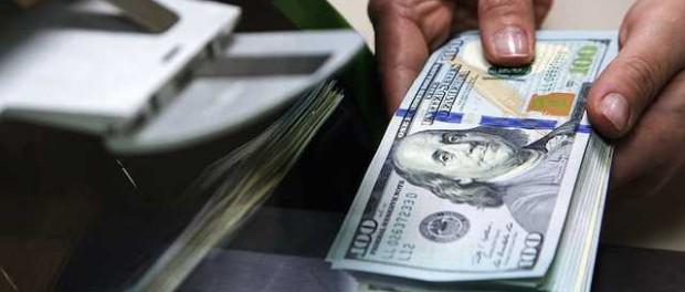 Клиенты трех госбанков в августе забрали с валютных счетов $7,4 млрд
