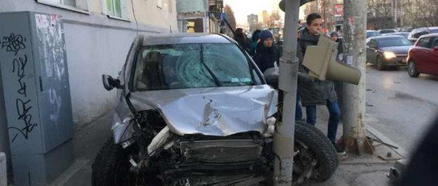Пьяный водитель сбил на Honda 3 пешеходов на Фурманова в Екатеринбурге