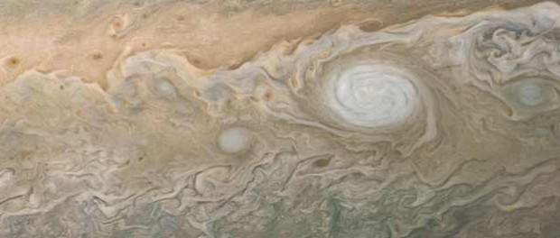 Гигантское белое пятно на Юпитере и другие фото