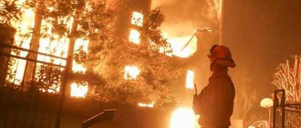 Особняки голливудских звезд сгинули в огненном в аду в Калифорнии