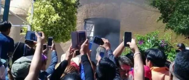 Толпа сожгла заживо невиновных «похитителей детей»
