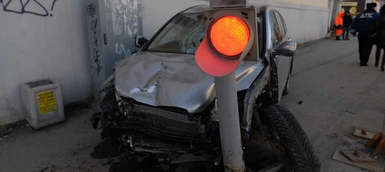 Хонда сбила пешеходов на Фурманова фото