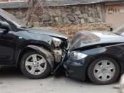 водитель в Парковом протаранил 4 машины и сбежал