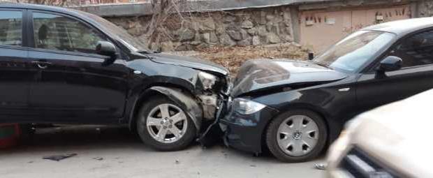 Пьяный водительToyota RAV4 снес 4 машины в Парковом и сбежал