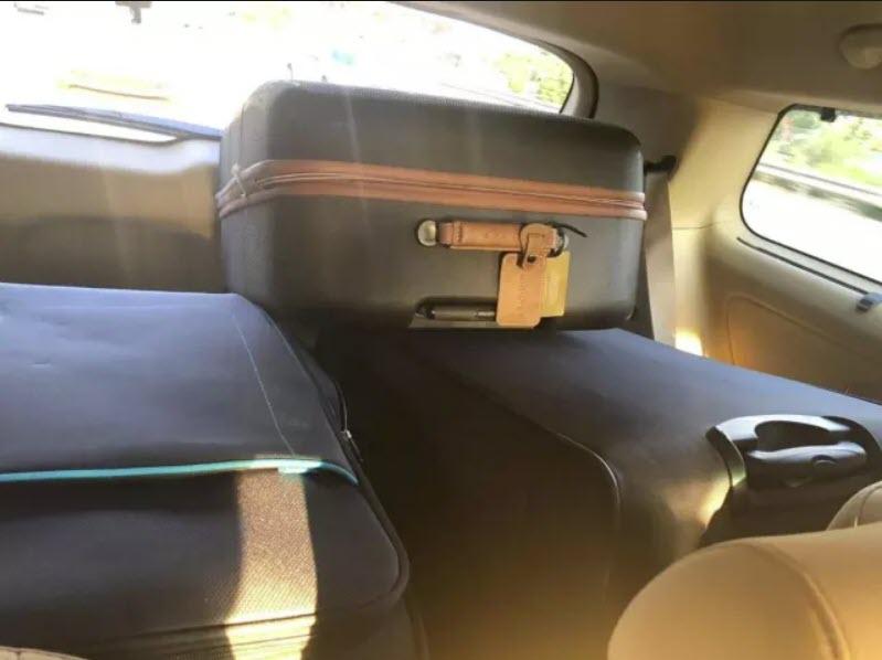 фотография чемоданов с баблом, перевозимых в Газу