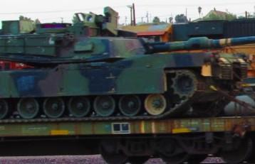 эшелон танков в южной Калифорнии
