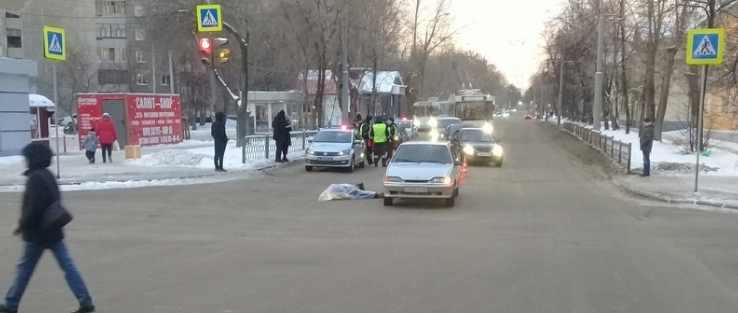 Водитель ВАЗа насмерть сбил женщину на Уралмаше