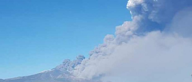 Сбились со счету: еще один вулкан Этна начал извержение