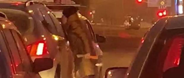 Женщина с топором решила разобраться с водителей, который ее подрезал