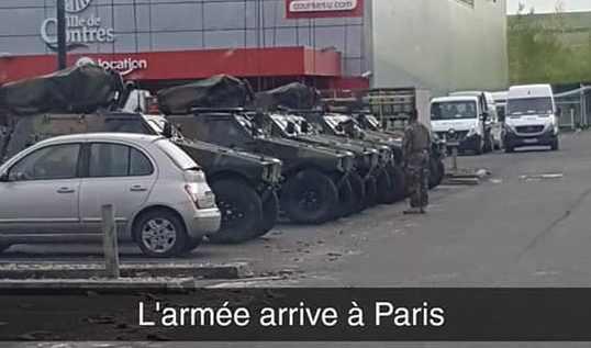 Париж военная техника забавстовки