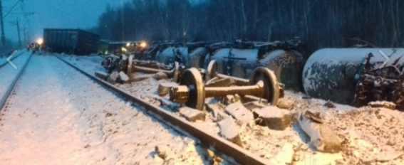 Сошел поезд с танками в Тюменской области
