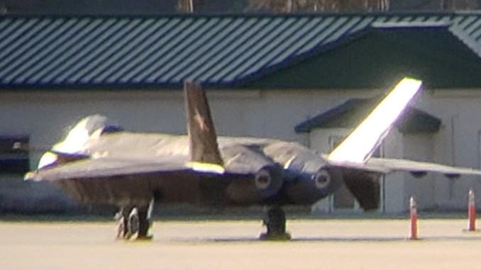 Чэнду J-20 «Чёрный орёл» в на американской базе