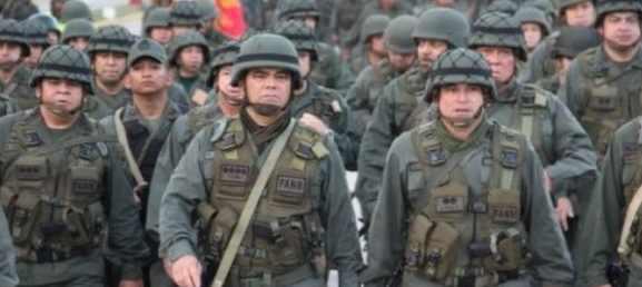 Колумбия и Венесуэла разворачивают армию вдоль границ