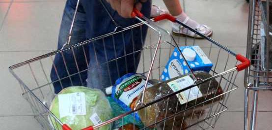 Нет денег: мужчина, не оплачивая,  вынес продукты из магазина