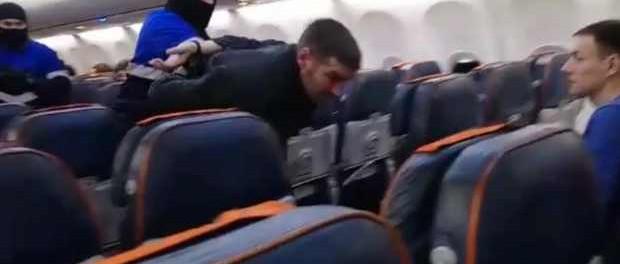 Видео штурма захватчика «Боинга» Сургут — Москва