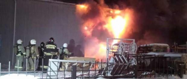 Пожар: на улице Альпинистов сгорел склад