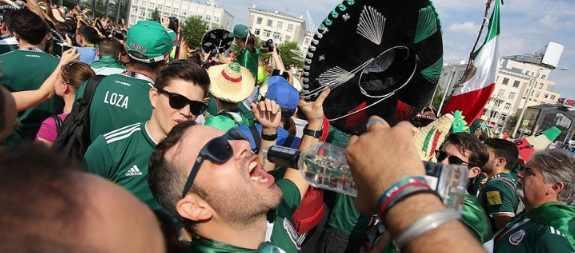 Полиция насильно депортировала болельщиков по футболу