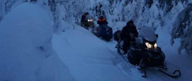 Двух девушек ищут в горах на севере области