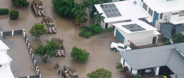 В Австралии после наводнения людей жрут крокодилы, змеи, ядовитые твари