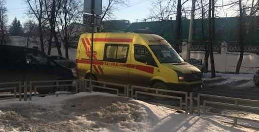 Глыба льда упала на беременную женщину в Екатеринбурге