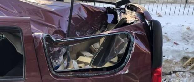 На Визе стена от высотки раздавила машины