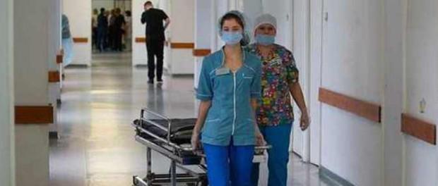 Смеялась над оторванным пальцем пациентки: ее и уволили