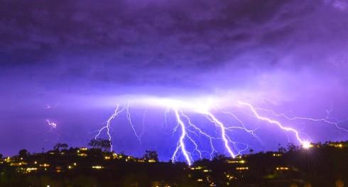 Над Калифорнией показалось сразу 1500 молний за 5 минут