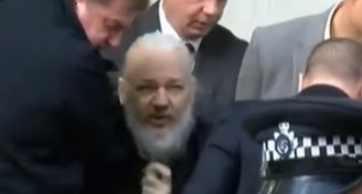 Видео задержание Ассанжа шокировало весь мир