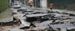асфальт после наводнения в Бразилии