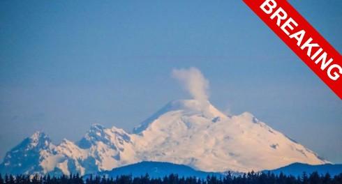 Просыпается еще один вулкан на горе Бейкер