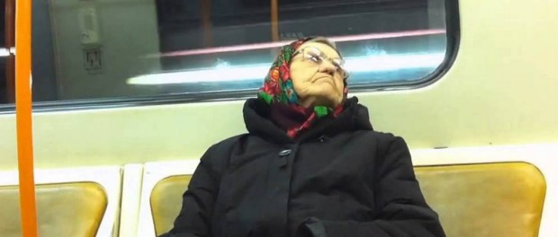 Куда едет столько бабушек в час пик