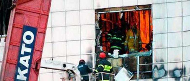 Зимняя вишня: охранники запрели двери главного и запасного выходов