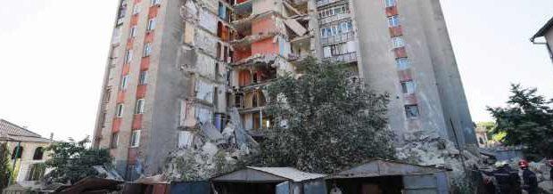 Обрушение дома в Молдове и другие видео дня