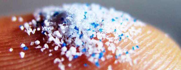 Каждый из нас съедает 100 000 микрочастиц пластика в год
