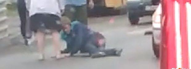 На перекрестке сбили пассажира видео