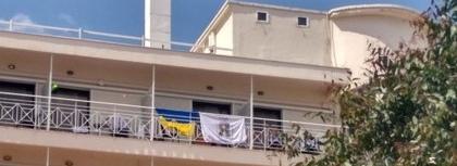 Украинцев выселили из отеля Греции из-за флага