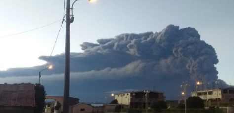 В Перу начал извержение вулкан Убинас