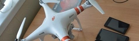 На зоне увидели летящий с телефонами дрон