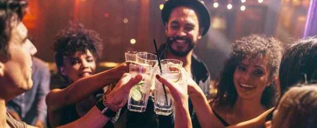 60% людей употребляют алкоголь на первом свидании