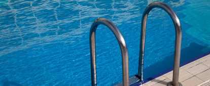Еще одна туристка впала в кому в бассейне в Турции