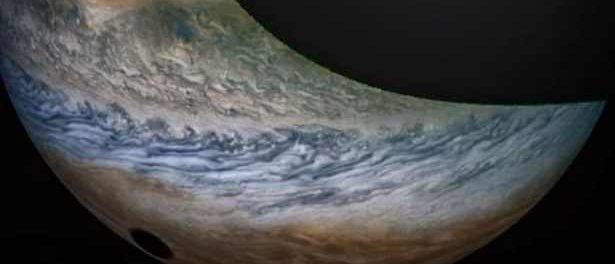 Юпитер поглощает черная дыра