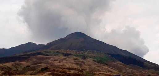 Вулкан Стромболи готов взорваться