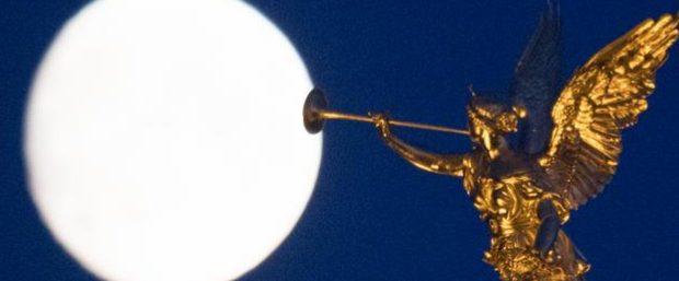Жители Луны смогут наблюдать суперлуну