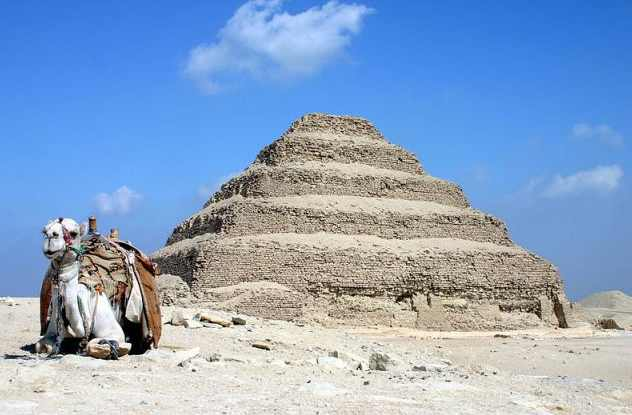 Саккара пирамида Джосера в Египте