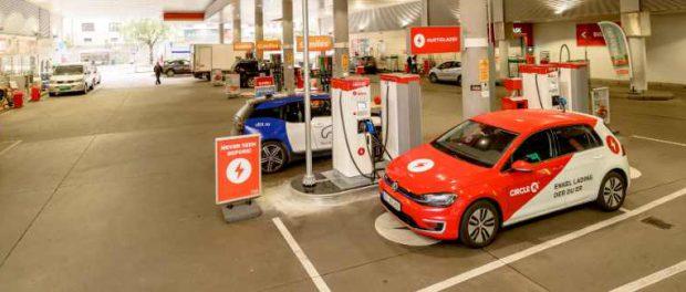 Норвегия заменяет бензоконки на электрические зарядки